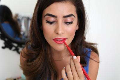 5 Lip Liner Berkualitas yang Tahan Lama Sepanjang Hari