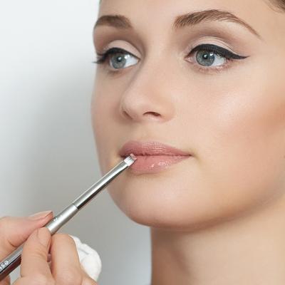 Sentuhan Lipstik dengan Warna yang Sesuai