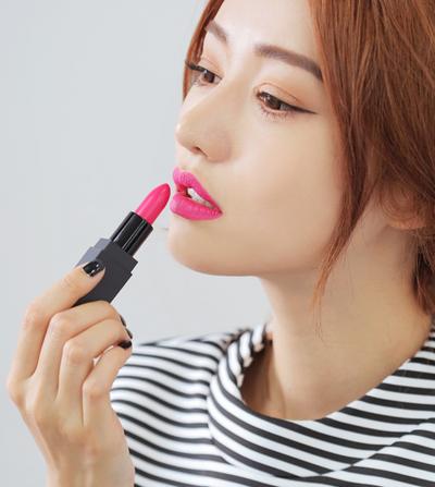 3. Cukup Satu Makeup