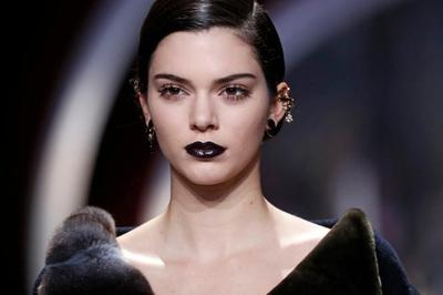 Tips Tampil Cantik Dengan Gaya Gothic