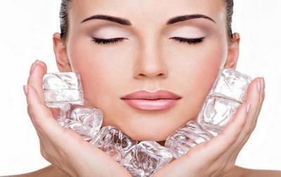 Terapi Wajah dengan Es Batu untuk Kulit Wajah Glowy