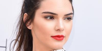Warna Lipstick Merah yang Fresh
