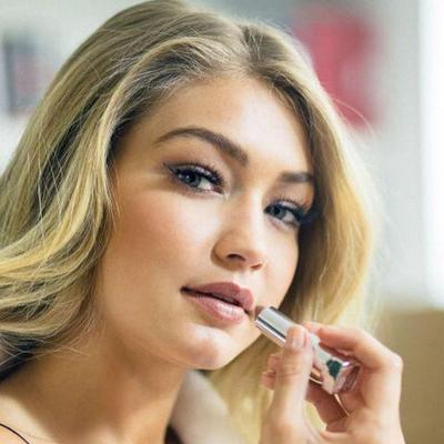 Cara Tampil Glamor dengan Lipstick Nude ala Selebriti Hollywood
