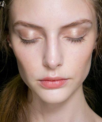 Buat Makeup Nude Terlihat 1 Tingkat Lebih Cantik
