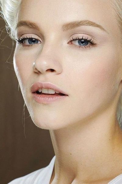 Hindari Makeup Mata yang Berat