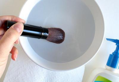 1. Cuci dengan Air Dingin