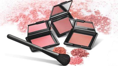 5. Pilih Blush Bertekstur Powder