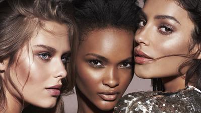 Produk Andalan Makeup Artist Selebriti untuk Aplikasikan Strobing