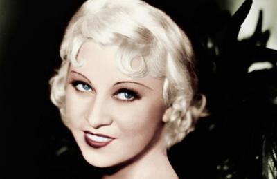 3. Kulit Kenyal & Glowy ala Mae West