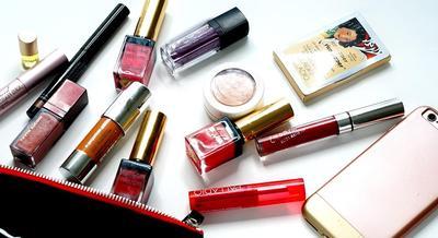 Produk Kecantikan yang Wajib Ada di Makeup Pouch