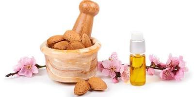 4. Minyak Almond