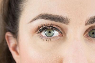 4. Tidak Menggunakan Eyeliner Sedekat Mungkin dengan Lash Line