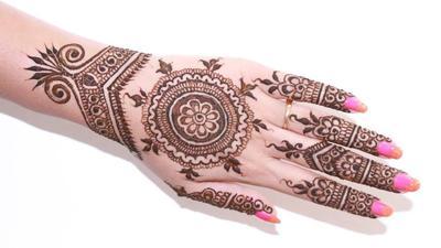 Ini Tips agar Henna Tahan Lama!