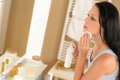 Tips Membersihkan Makeup yang Tepat Secara Menyeluruh