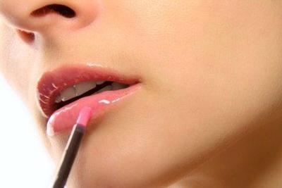 Hindari Lipstik Glossy
