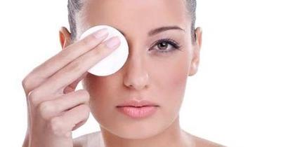 6 Cara Membersihkan Makeup dengan Benar
