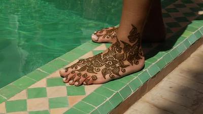 Menahan Diri untuk Tidak Berenang