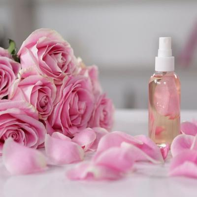 Segarkan Wajah, Toner Alami dari Bunga Mawar