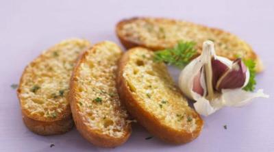3. Hindari Makanan yang Menyebabkan Bau Badan