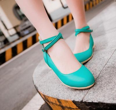 1. Perhatikan Kebersihan Sepatu dan Kaos Kakimu