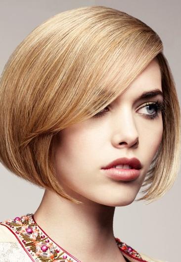Gaya Rambut Pendek Yang Cocok Untuk Kamu Berwajah Oblong - Gaya rambut pendek berponi
