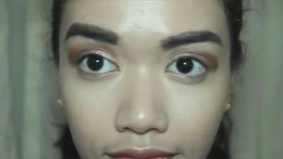 3. Eyeshadow yang Tidak Diratakan dengan Sempurna