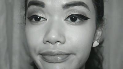 4. Bentuk Eyeliner Tidak Sama