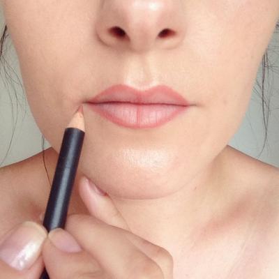 Kenakan Lip Liner