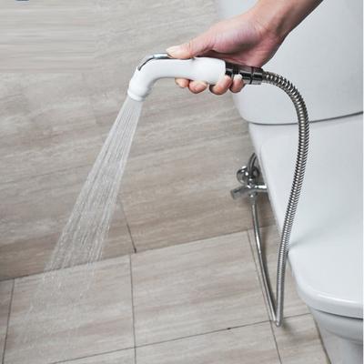 3. Tidak Membasuh Miss V dengan Air Bersih Setelah Buang Air