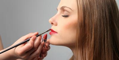 Tips Memakai Lipstick Sempurna ala Makeup Artist