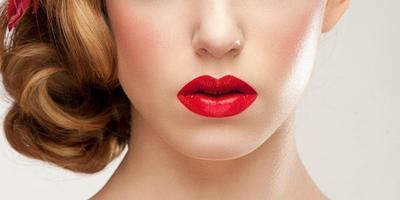 Ini Dia Rahasia Lipstick Terlihat Rapi & Tahan Lama