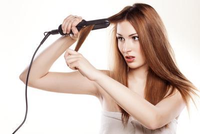 2. Sering Meluruskan Rambut