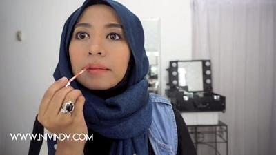 9. Pakailah Lipstick Matte dengan Warna Natural