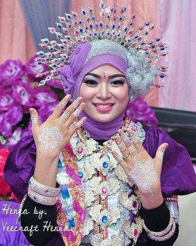 Bosan dengan Henna Hitam? White Henna, Elegan & Cocok untuk Hari Pernikahan