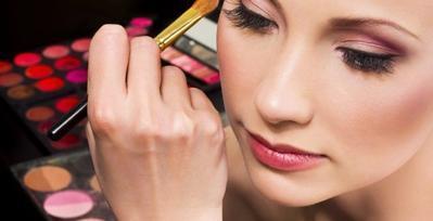 6 Tips Makeup untuk Tampil Cantik ke Kampus