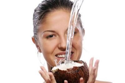 Manfaat Air Kelapa Sebagai Toner Alami