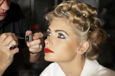 Eyeliner Rekomendasi para Makeup Artist Ini akan Membuatmu Heran