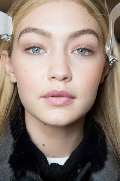 Makeup Natural ala Supermodel Gigi Hadid