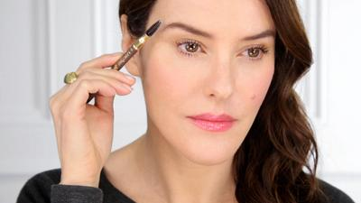 Yuk, Intip Isi Eyebrow Kit Makeup Artist Lisa Eldridge