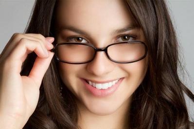 Kamu Berkacamata? Coba Makeup Ini