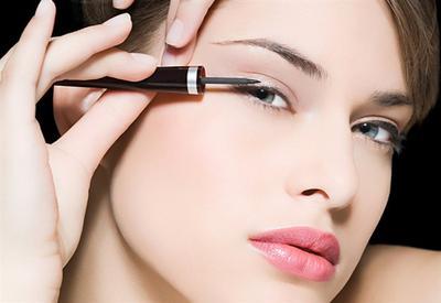 Kesulitan Memakai Eyeliner? Ini Tutorial Mudahnya untuk Pemula yang Masih Belajar