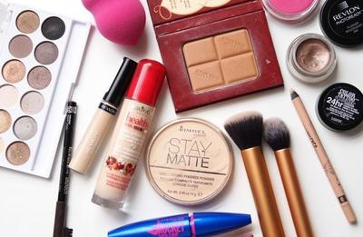 Rekomendasi Peralatan Makeup yang Wajib dimiliki Oleh Pemula (Bagian 1)