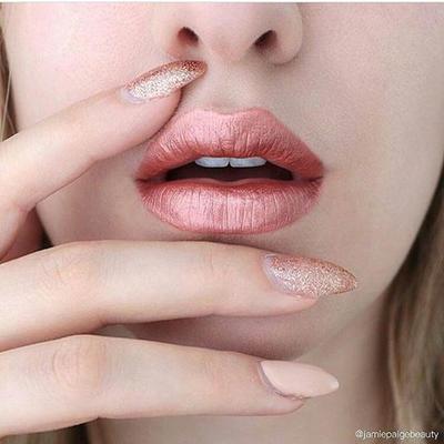 Rekomendasi Metallic Lipstick untuk Penampilan Bold