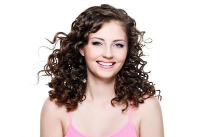 Inilah Cara Tepat Merawat Rambut Keriting agar Tidak Membuatnya Semakin Mengembang