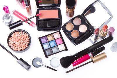 Makeup Natural Sehari-hari dengan Produk Lokal