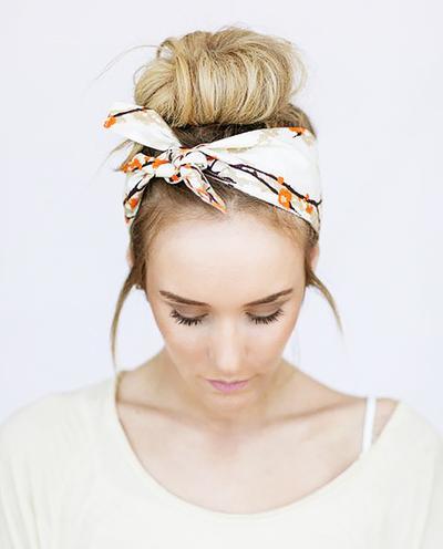 4. Memakai Headband