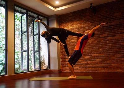 Acroyoga: Indonesian Celebrity's Secret to Lose and Maintain Weight