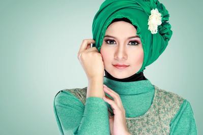 Pertimbangkan 7 Hal ini untuk Dapatkan Rambut Indah dan Berkilau dalam Balutan Hijab