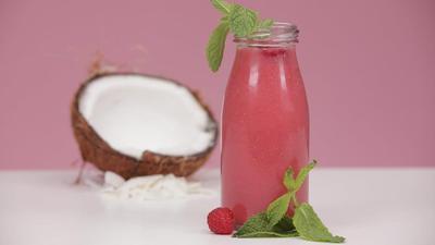 Resep Jus Kelapa dan Raspberry Untuk Glowing Skin
