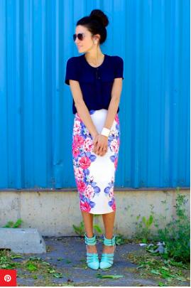4. Kenakan Midi-Skirt di Bawah Lutut untuk Terlihat Lebih Tinggi